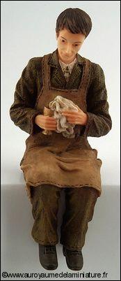 Personnage miniature en RESINE, MAÎTRE d'HÔTEL en mode Nettoyage