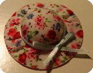 CHAPEAU miniature, Tissu motifs ROUGE / ROSE