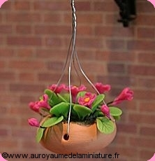 SUSPENSION florale en Pot CERAMIQUE , FLEURS roses