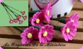 FLEURS COUPEES - MARGUERITE miniature, Coloris  BURGUNDY - VENDUE à l' UNITé